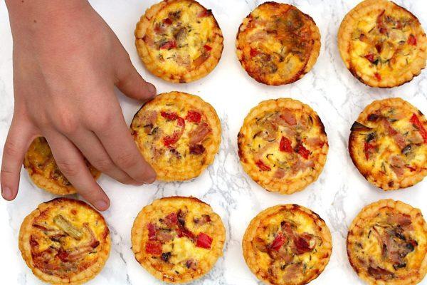 mini pizza ham cheese